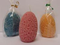 Svíčka ve tvaru vajíčka (cca 10 cm), povrch květinový reliéf, různé barvy, jemně parfémovaná,   | barva: červená, barva: modrá, barva: oranžová